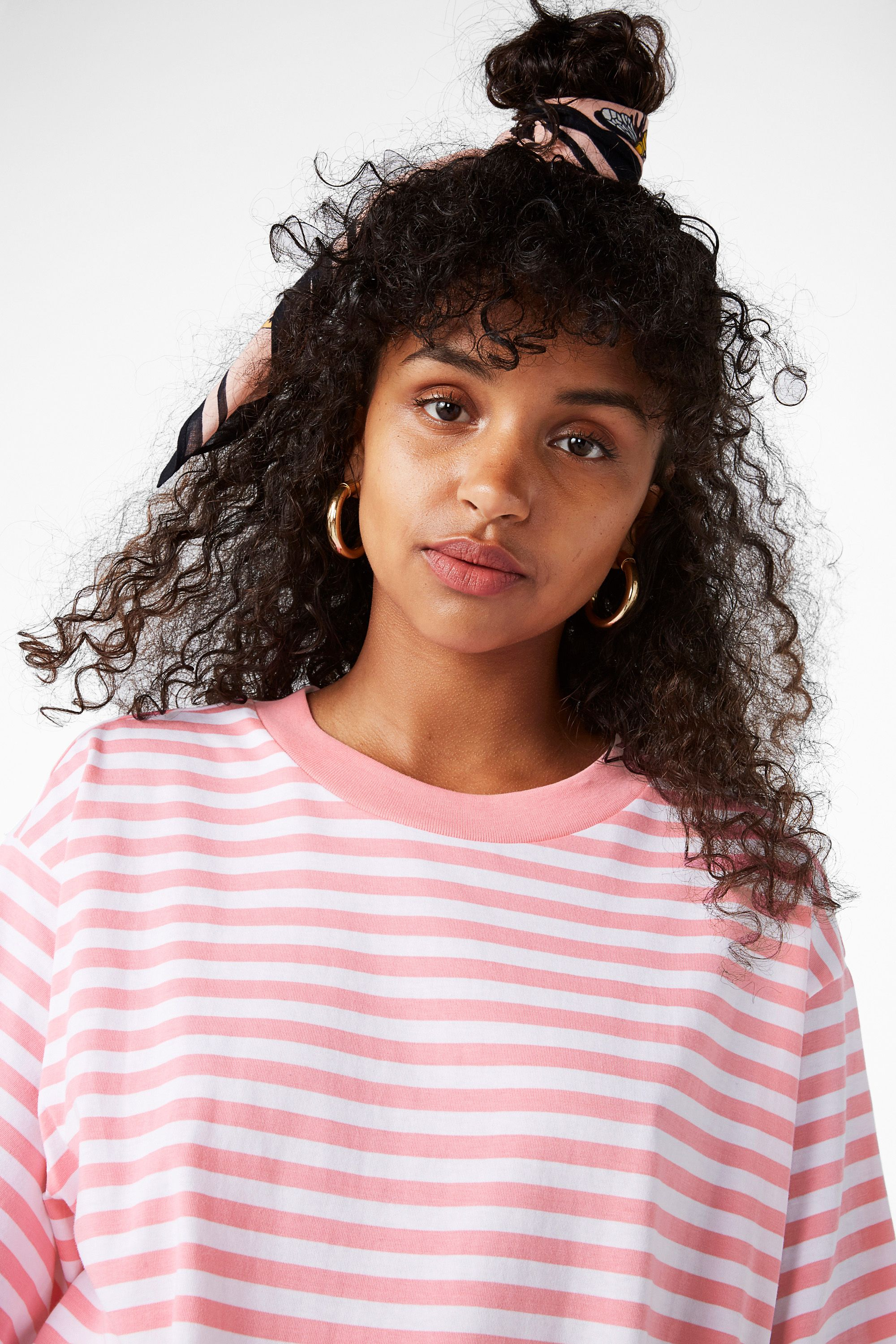 Monki image of oversized cotton tee in pink hair style