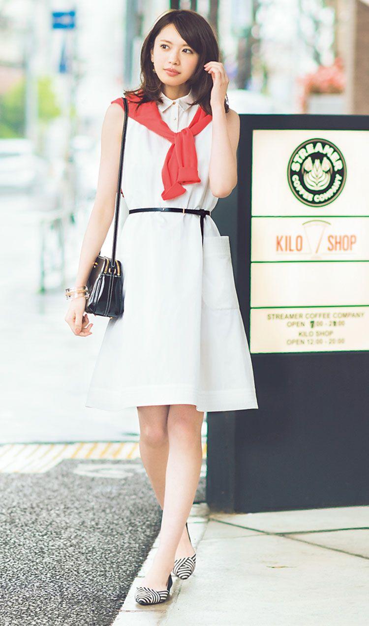 """手抜きに見えたり、特別感が出すぎたり……一枚でコーデが完成されているワンピこそ、素敵に見せるのは難しいもの。その中でも、さらりと着てもおしゃれに決まる優秀シャツワンピを厳選! """"きれいなお姉さん""""宮田聡子が着こなします。"""