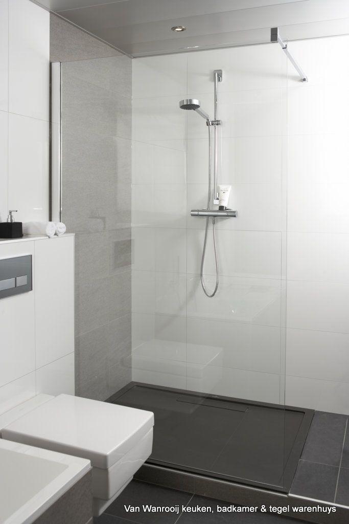 Moderne, strakke, badkamer bij Van Wanrooij keuken, badkamer & tegel ...