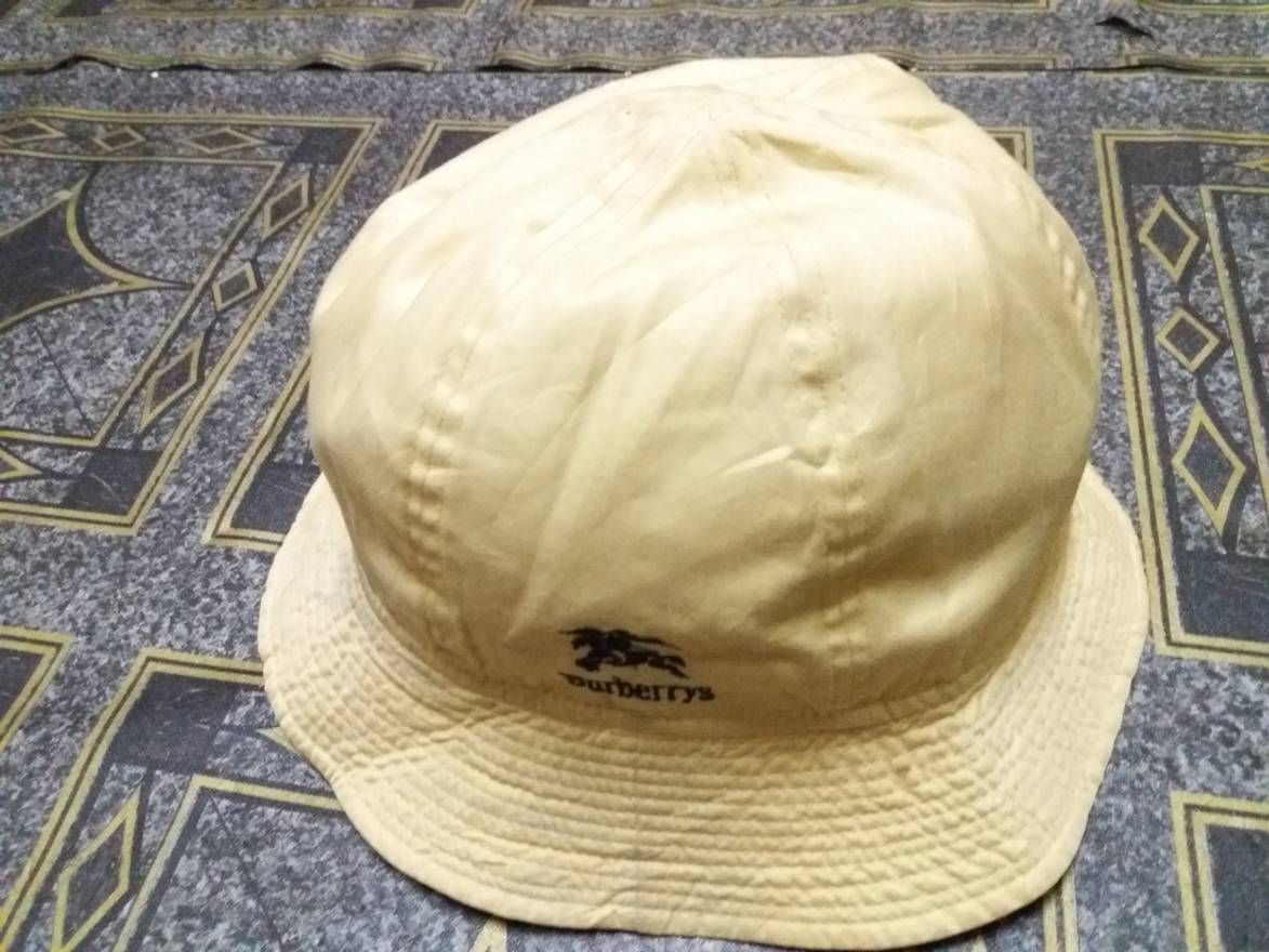 """Tag: Burberrys Hat..  Measurement: 21"""" Inches Around Head..  100 % Authentic.. Good Condition.."""