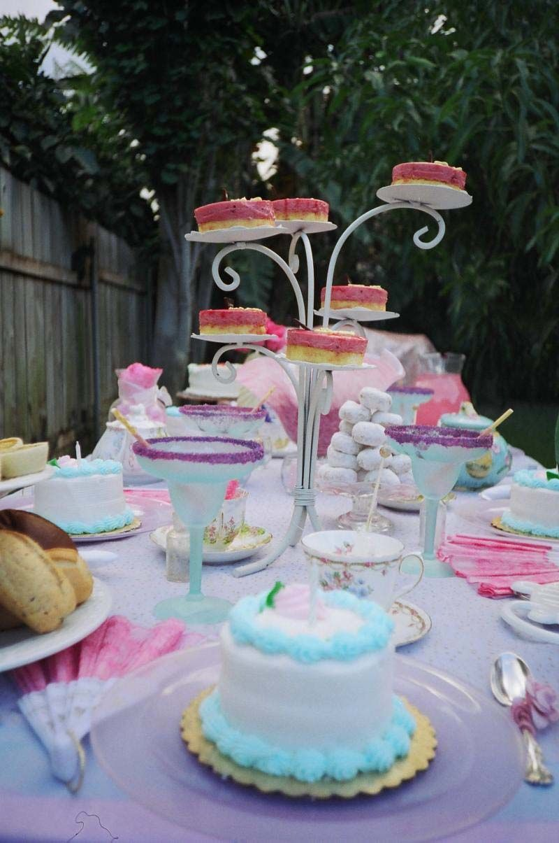 mad hatter teparty invitations pinterest%0A alice in wonderland tea party I really want to do a Mad Hatter Alice In  Wonderland party with my Alice in Wonderland tea set