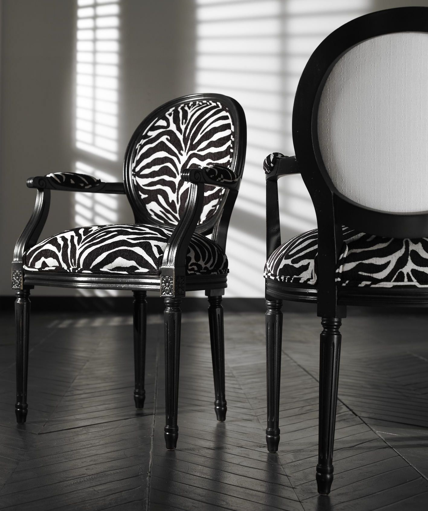Black chair and white chair - Find This Pin And More On B L A C K