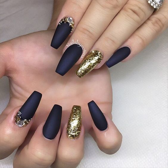 73 Best Acrylic Coffin Nails Ideas With Dark Colors Fall Winter Matte Nails Design Gold Nails Gold Nail Designs