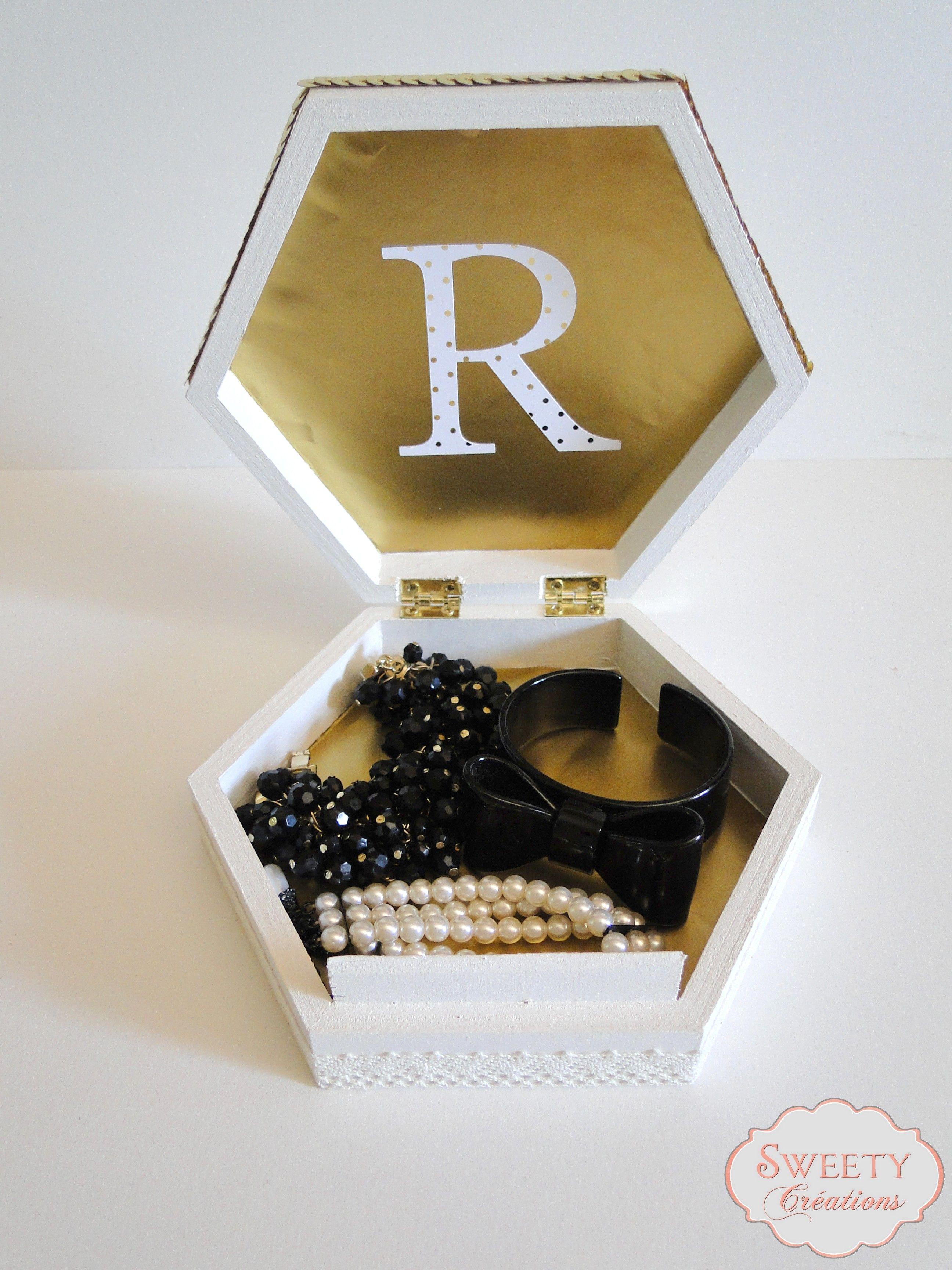 Boite à bijoux ecru et doré Jewels box cream and gold  #jewelbox #boitebijou #cadeau #gift #whitegold #doré #lace #dentelle #sequin