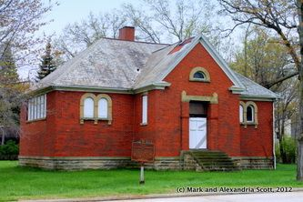 Old District Ten Schoolhouse Aka Little Red Schoolhouse Middleburg Hts Oh Image Property Of Redi School House Rock Red School House House Styles