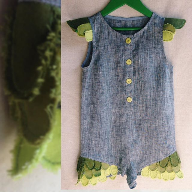 "Nature and leaf inspired  KIDLINO playsuit, made of linen. Includes color transitions. At the age of 5 the child must be able to distinguish shades of the same color. Vocabulary increases. Terms such as ""lighter"", ""darker"", ""brighter"", ""paler"", etc. are being used. #smart #kidswear #details"