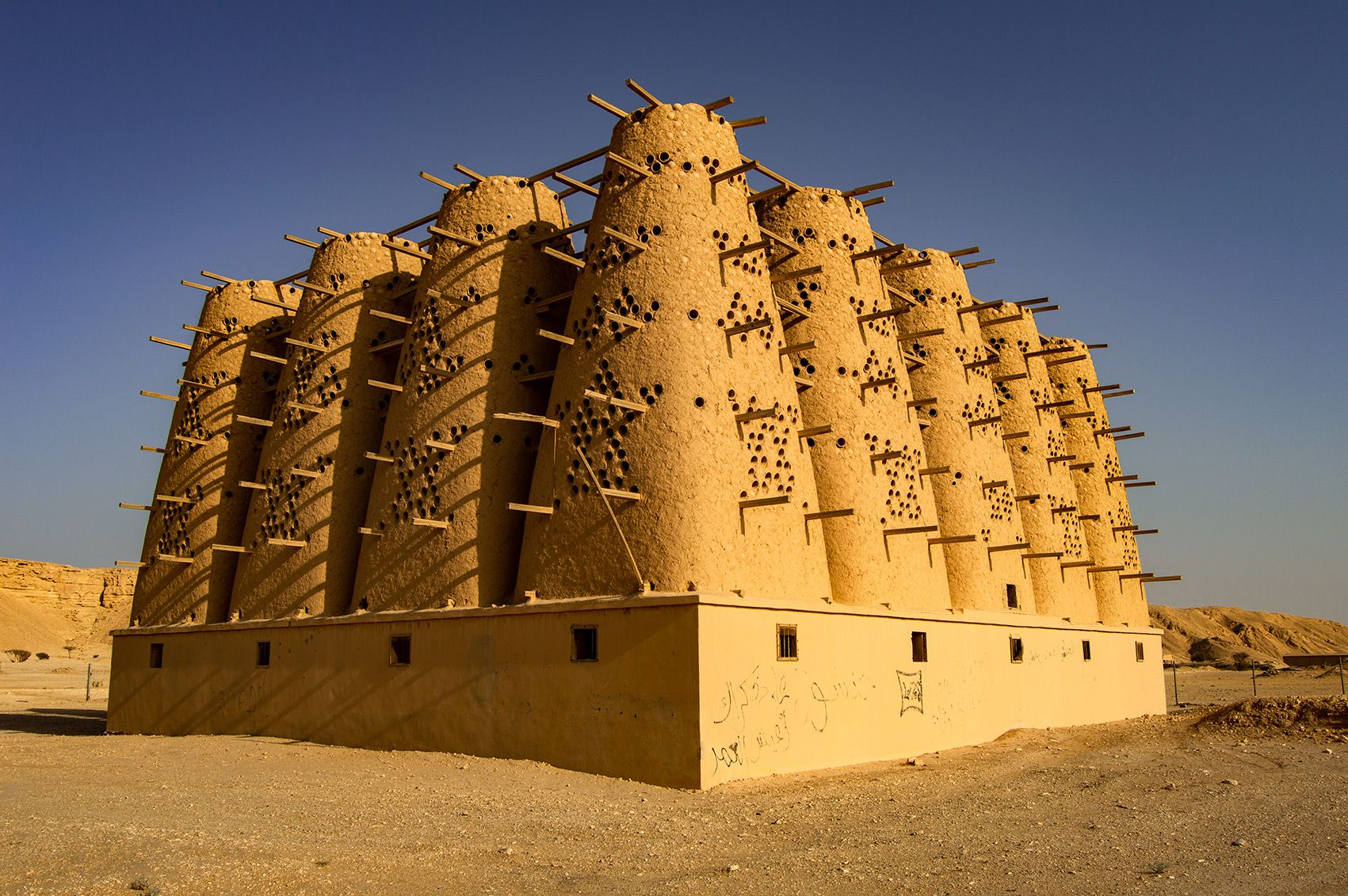 Historical Adobe Pigeon Towers Located Near Riyadh Captured In Photographs By Rich Hawkins Tower Ancient Architecture Modern City