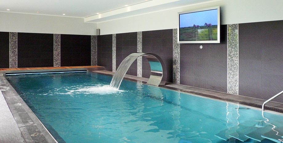 indoor pool spa pinterest tessin bauhaus und moderne villa. Black Bedroom Furniture Sets. Home Design Ideas