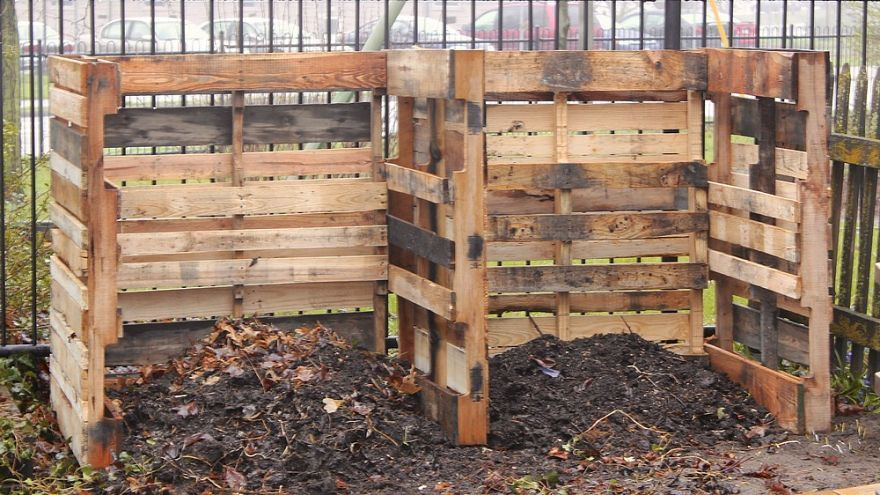 D.I.Y. pallet wall | Pallet compost bins, Compost and Composting