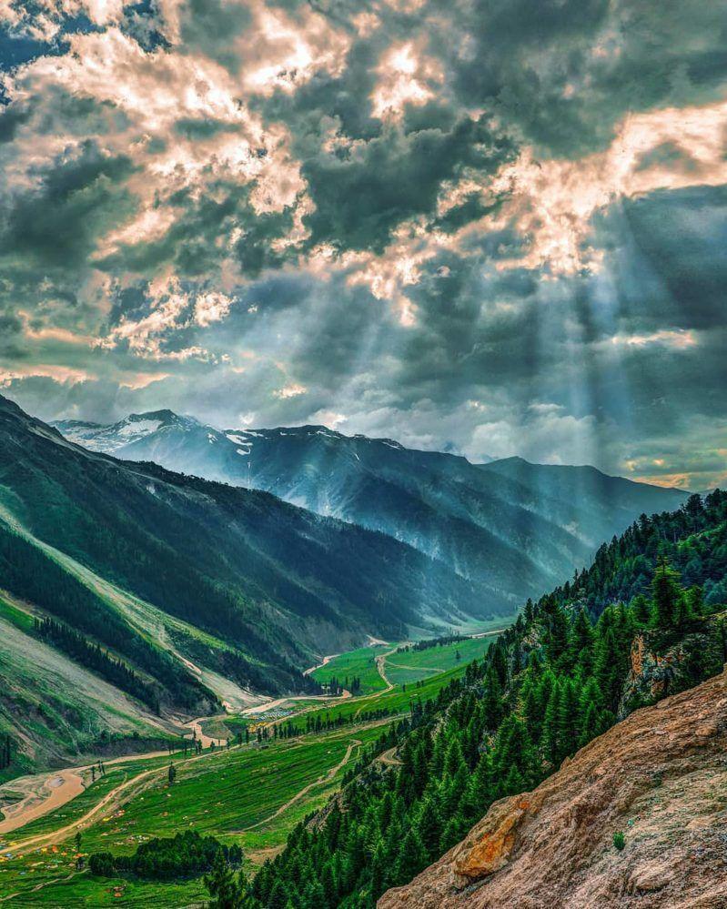 Natural Beauty Pictures Of Kashmir Naturliche Schonheit Bilder Von Kaschmir Eyebrowsnaturalbeauty Memesnaturalbeauty Natural Beauty Pictures Of Kashmir Model Na In 2020