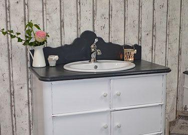 Landhaus Badezimmermöbel ~ Liebevoll aufgearbeitete antike badmöbel im landhaus vintage