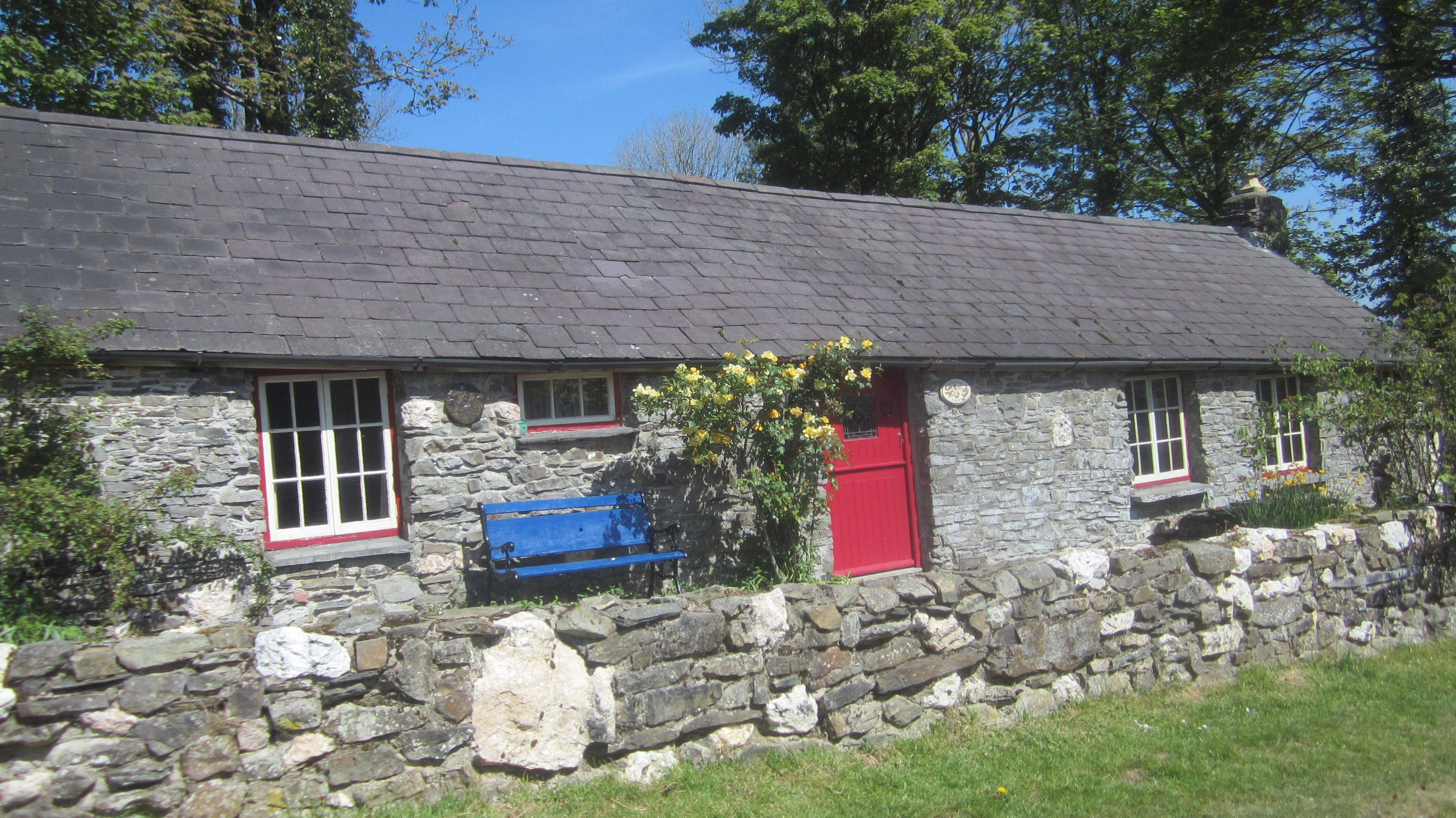 Penyrallt Fach Cottage A Sweet Holiday Cottage On An Organic Dairy Farm In Carmarthensh Holiday Cottage Holiday Cottages To Rent Holiday Cottages Uk