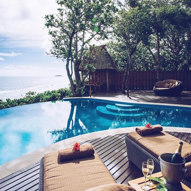 with a view! Tag your travel partner! • #JETLUX #jetluxlife #elitestatus #luxurytravel #luxurylife #luxuryliving #vacationmode