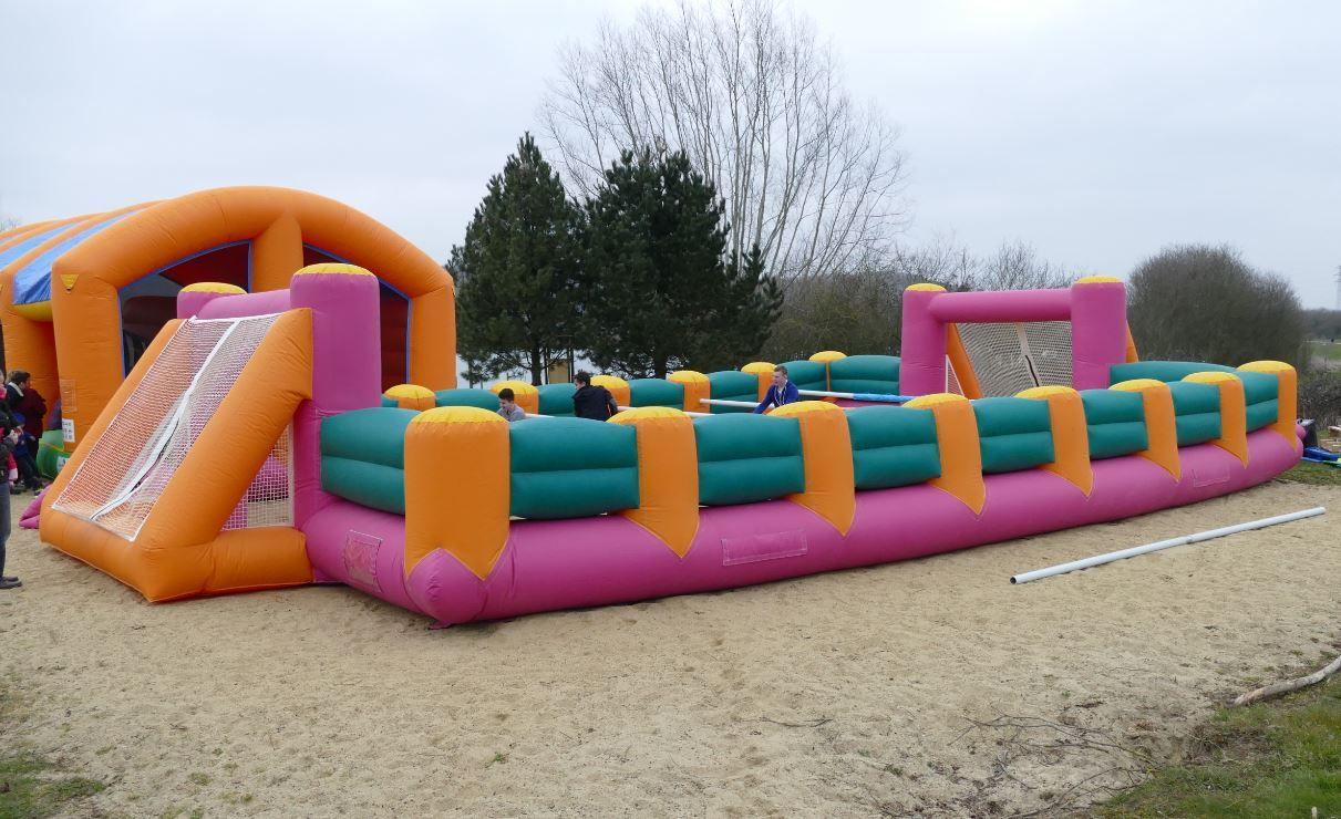 Baby Foot Gonflable - Le célèbre jeu du café du coin, le ...