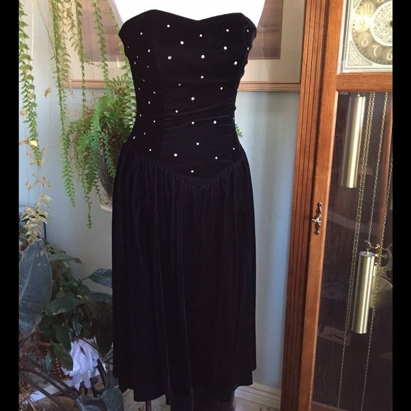 """Vintage Velvet Rhinestone Encrusted Dress This is a beautiful black velvet dress with a drop waist. The top portion is decorated with rhinestones. Strapless. Lovely full skirt. Cocktail length. I report the size on the tag. I don't report """"fits like"""" sizes because that would only be my opinion and may not match the opinion of the purchaser. I am always happy to provide measurements if requested. Thank you for looking!  Positively Ellyn Dresses"""