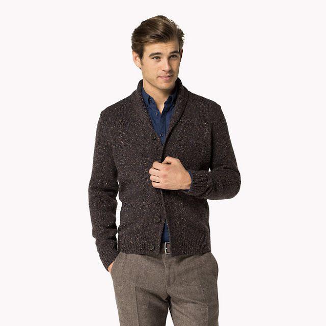 606b24f20004 Un superbe cardigan est proposé par Tommy Hilfiger. Il s agit du cardigan  Micah. De coloris mulch multi (marron), il est composé de laine.