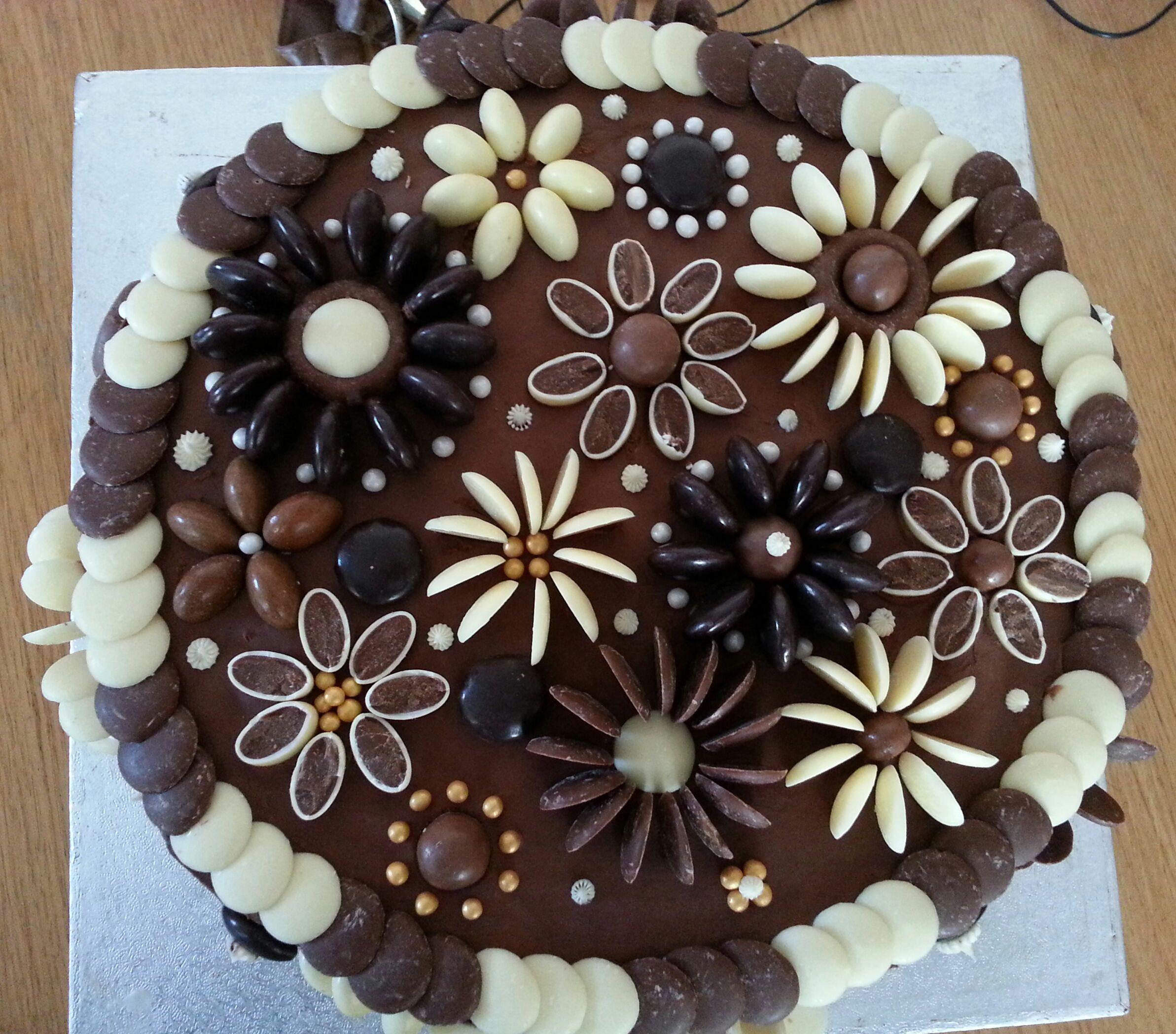 Chocolate flower cake   Cake decorating, Cake, Chocolate ...