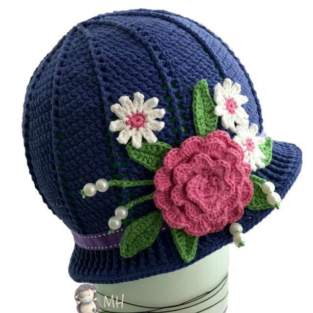Gorro a Crochet con Flores para Niñas, Patrón Gratis - http://www ...
