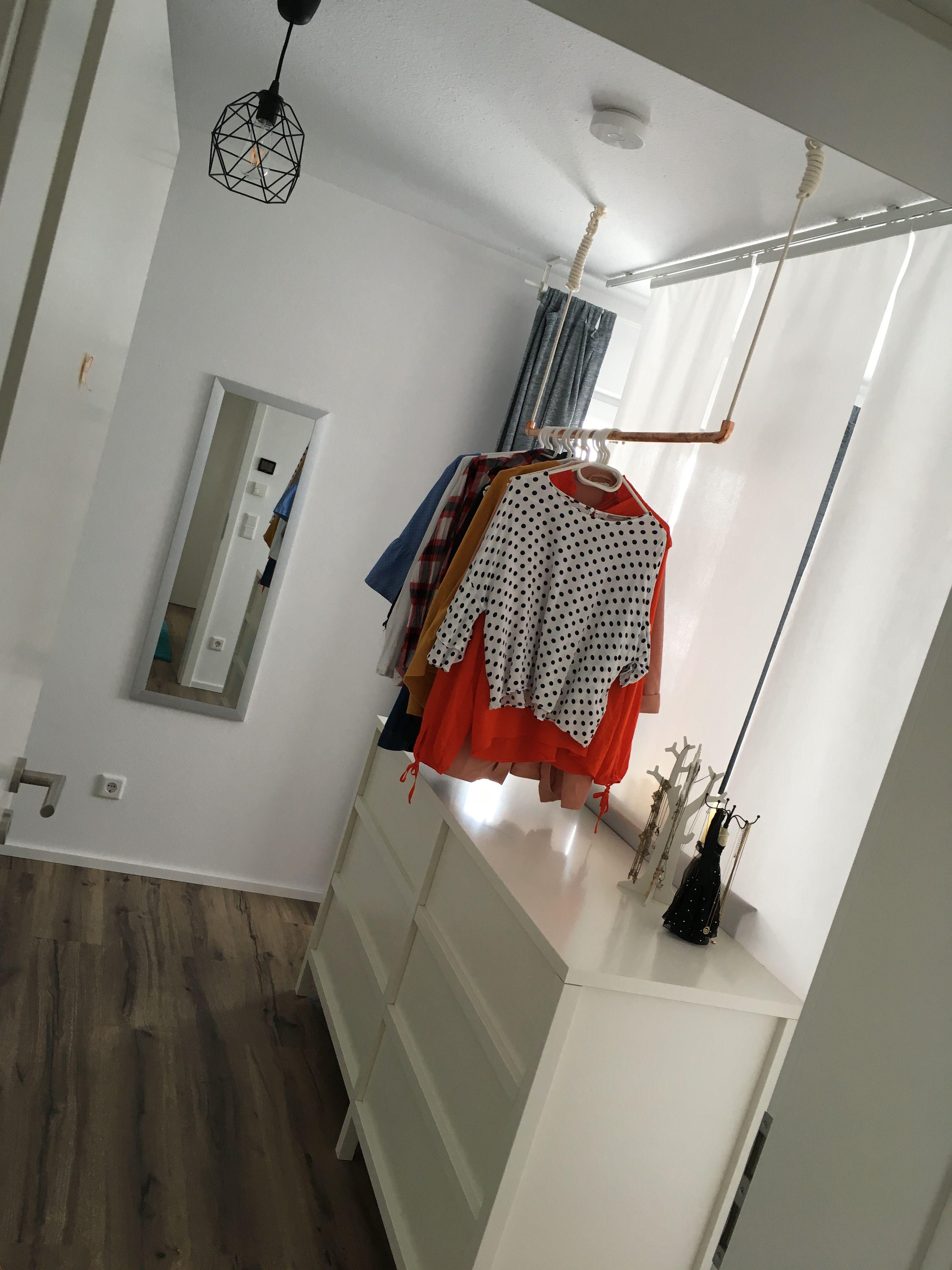 Begehbarer Kleiderschrank Mit Gardine Abgetrennt Zum Bett Home