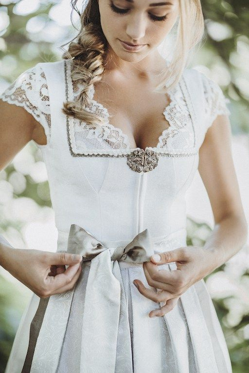Hochzeitsdirndl_Brautdirndl_0432 - AlpenHerz Exklusive Dirndl und Trachten aus dem Allgaeu