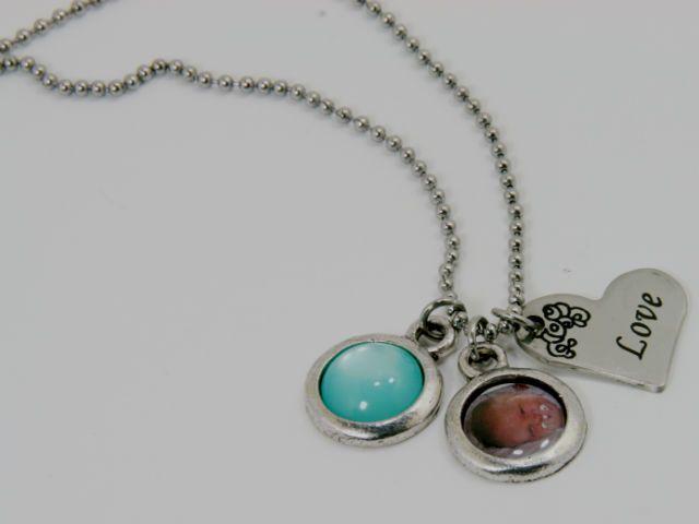 Persoonlijke Love foto ketting! Hoe leuk je geliefde bij je dragen! #fotobedel #fotosieraad #love #charms #necklace #bijoux