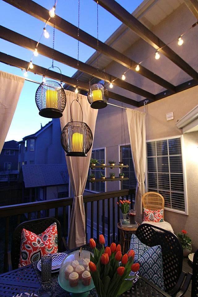 Balken Und Lichter Auf Dem Balkon