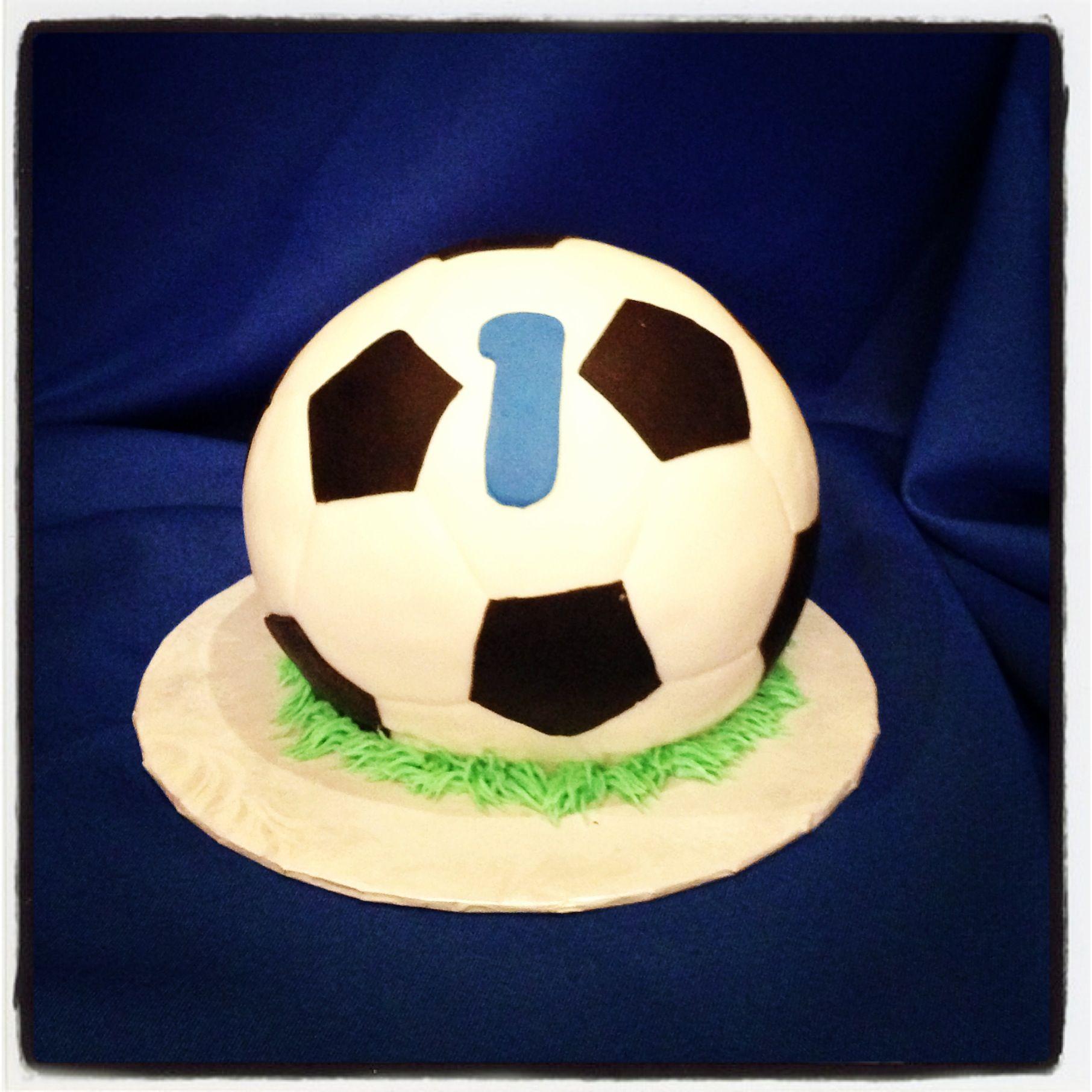 Craftsy Com Express Your Creativity Creative Birthday Cakes Soccer Cake Sports Themed Cakes