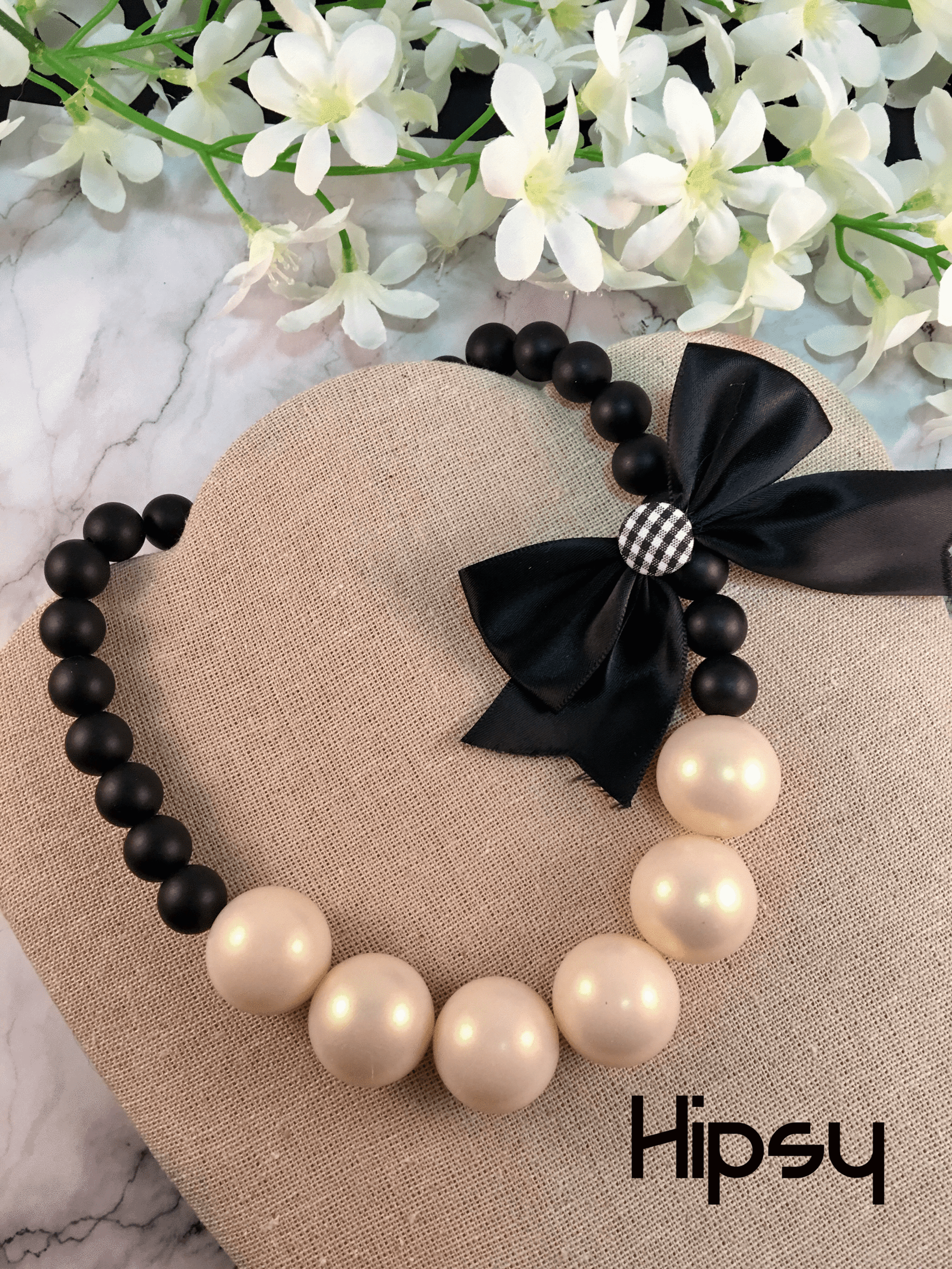 8d488da844 Collar perlas y moño CO-050 - Hipsy
