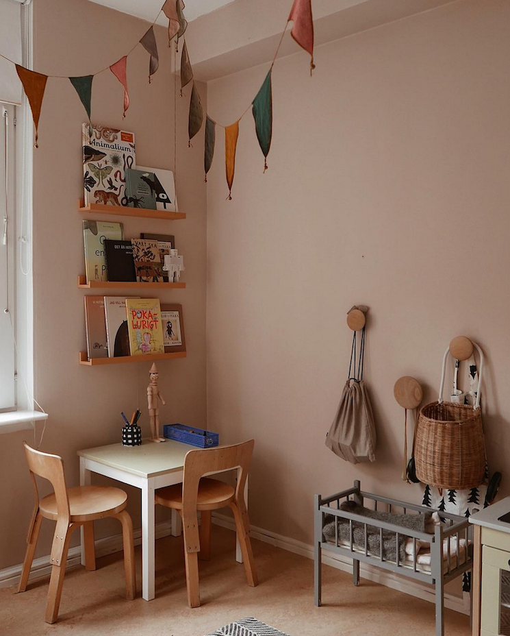 Photo of Tonos castaños en una encantadora casa familiar sueca