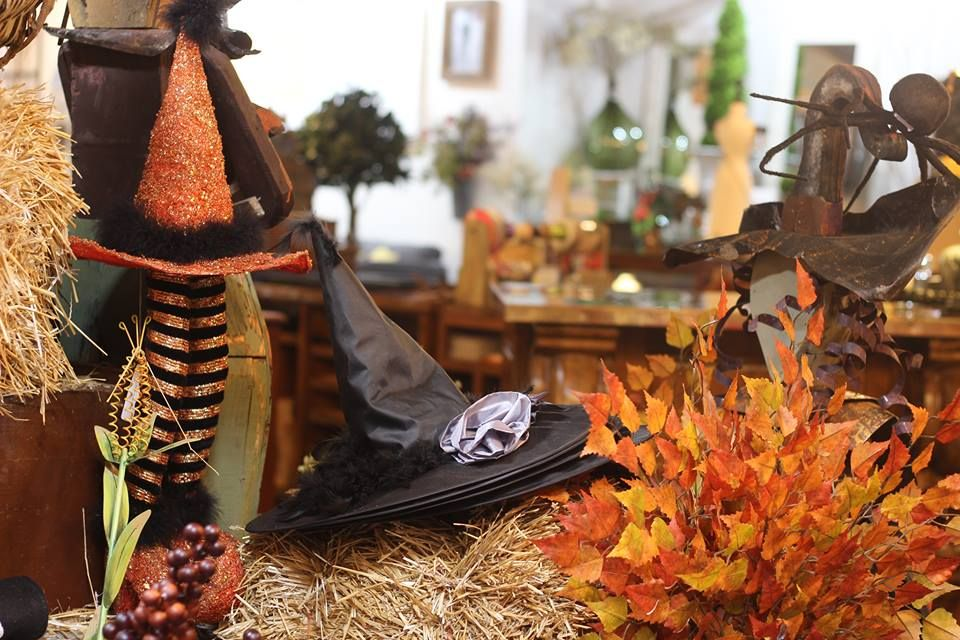 #roograyson #fall #fallforward #halloween #witch #hay #design #decor #home #homedecor