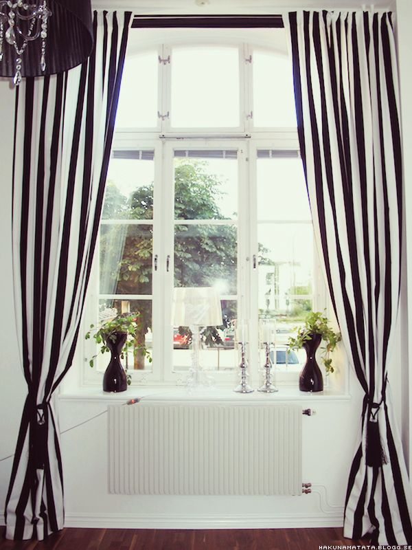 Black White Striped Curtains Something About It Is Really Cute Gardiner Vit Inredning