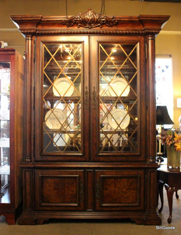 Superb Beautiful Lexington China Cabinet With Lighted Glass Door Hutch. Base Has 2  Doors, Interior Shelf. Hutch Has Touch Lighting, Mirror Back, 2 Glassu2026
