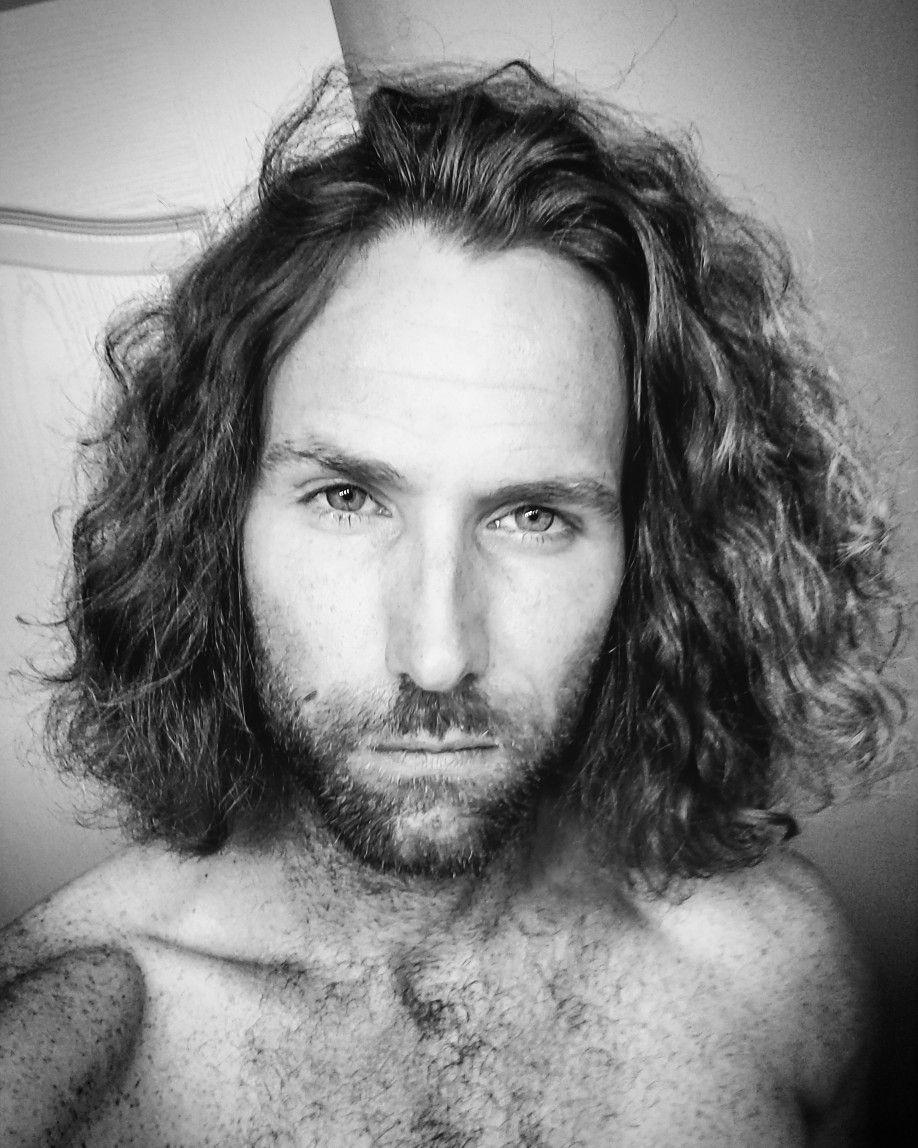 Big forehead haircut men pin by mat oubrito on curly wavy hair men man  homens de cabelo
