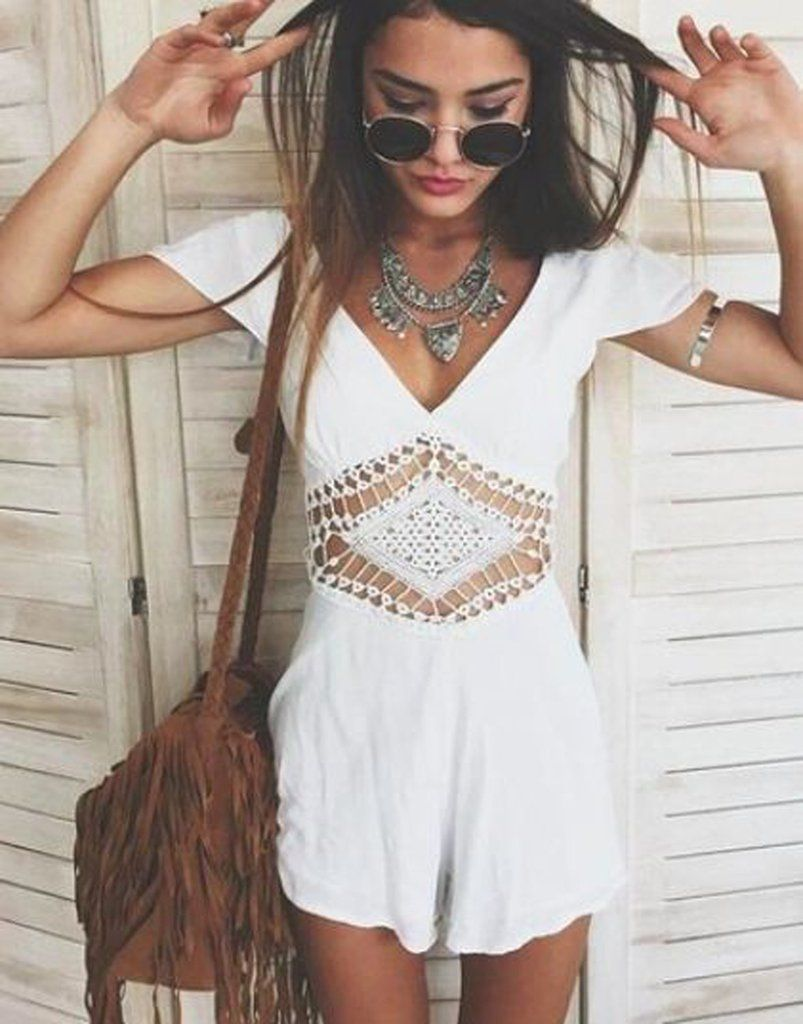 b9caee3eb4ef Spring 2017 Boho Chic Fashion Outfit Ideas - Indie Hippie Bohemian Style -  Womens White Romper - Fringe Drawstring Tassel Purse Bag - Jewelry    Accessories ...