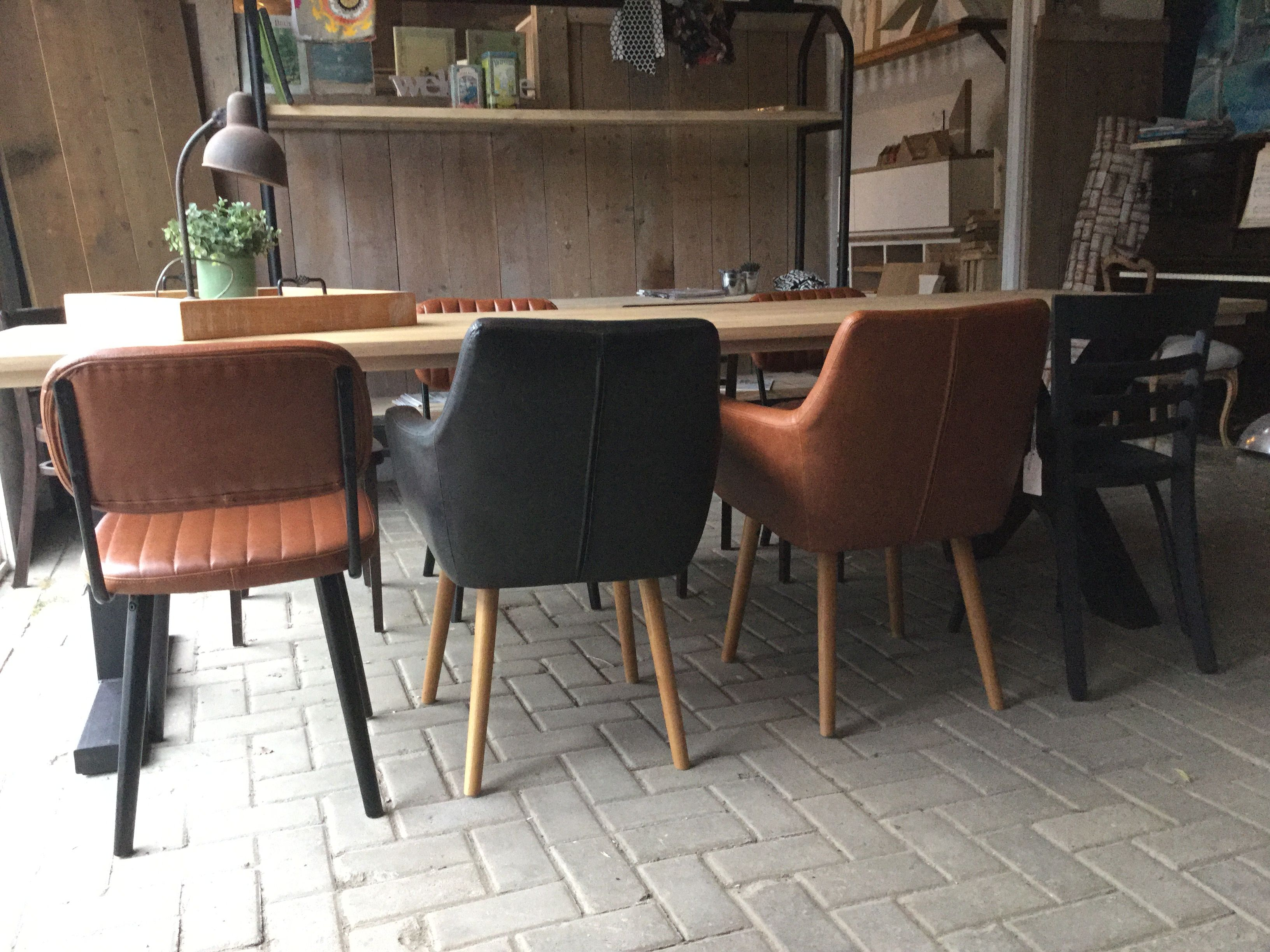 Stoer Industriele Eetkamerstoelen : Mix en match de industriële stoelen melbourne en sydney. leverbaar