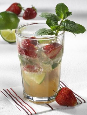Unser Beliebtes Rezept Fur Erdbeer Caipi Bowle Und Mehr Als 55 000 Weitere Kostenlose Rezepte Auf Lecker De Bowle Rezept Lecker Rezepte