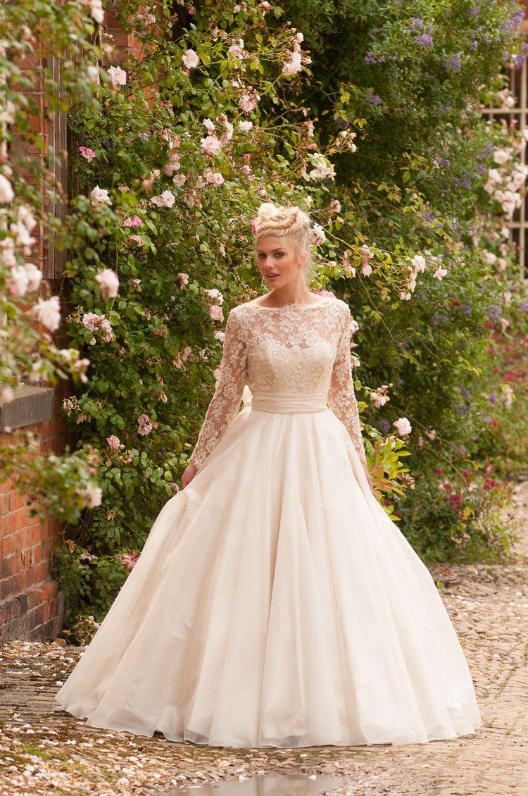 Long sleeve chiffon wedding dress  Long Sleeve Lace Appliques Ball Gown Taffeta Chiffon Wedding Dress