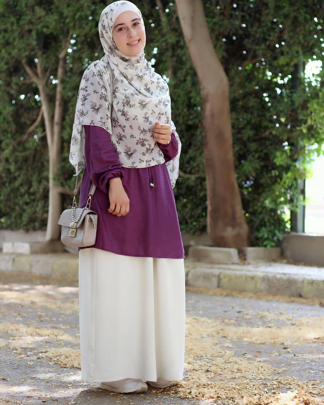 صوره الاوت فيت كامله اكتر سؤال بلاقيه هو انتي بتغسلي الخمار ازاي من البقع بغسله زي النا Hijabi Fashion Summer Muslim Fashion Dress Hijab Fashion