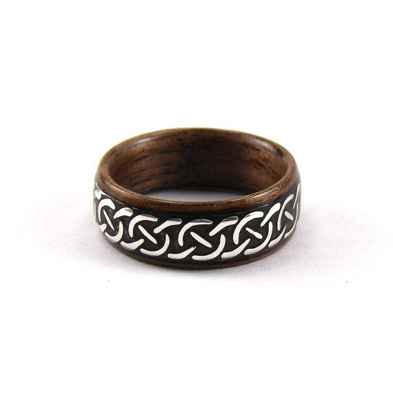 Bentwood Mens Ring Walnut with Celtic Cross Patterned por tpursell