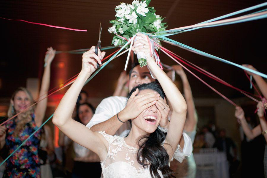 Букеты, какой букет бросает невеста на свадьбе живой или искусственный