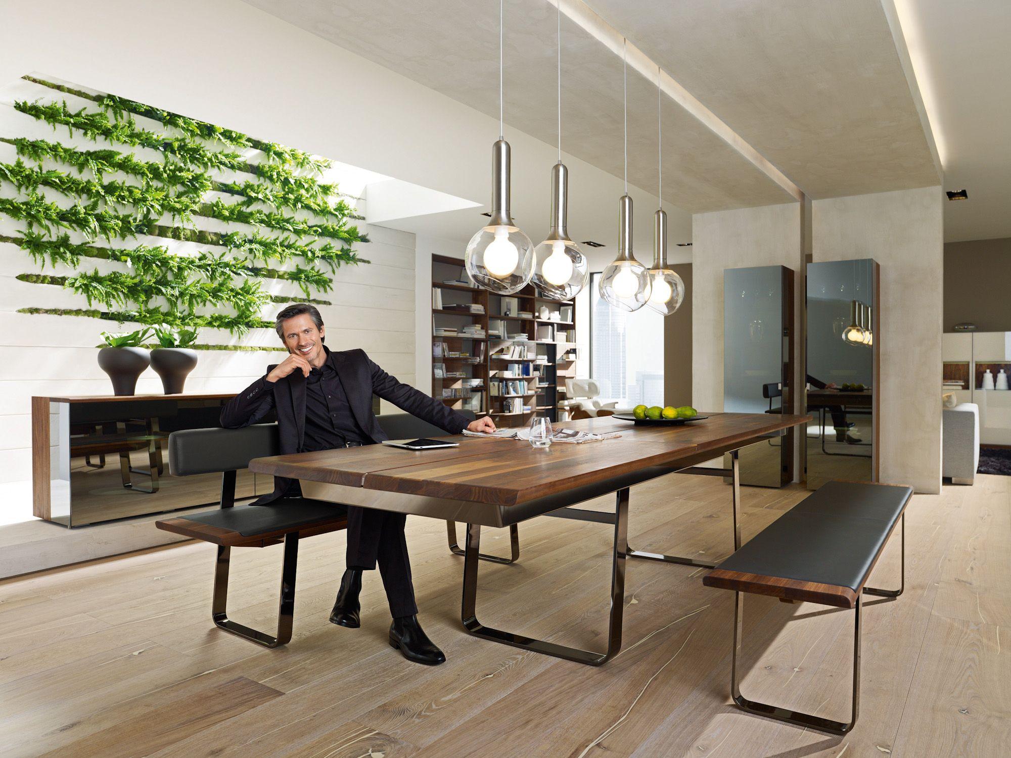 esszimmer holz nussbaum massiv esstisch vitrine sideboard bei m bel morschett. Black Bedroom Furniture Sets. Home Design Ideas