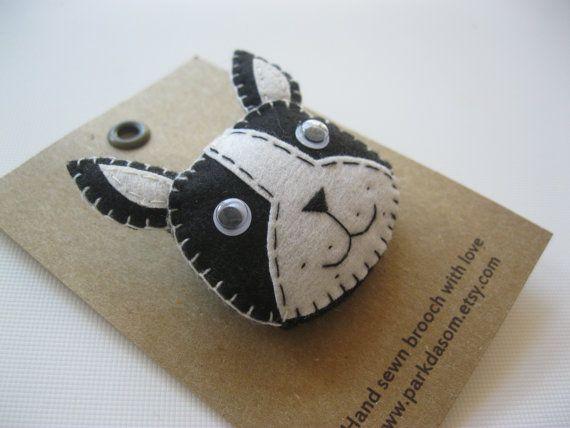Hand sewn felt brooch (bulldog)