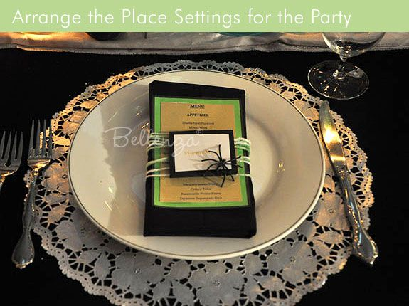halloween menu card with spiders green card stock place setting - Halloween Place Settings