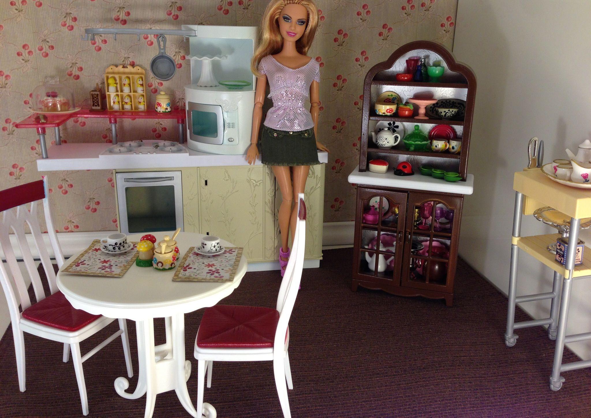 Barbie Dolls Hello Dreamhouse Dollhouse W Kitchen: Barbie Enjoying Her New Repainted Kitchen