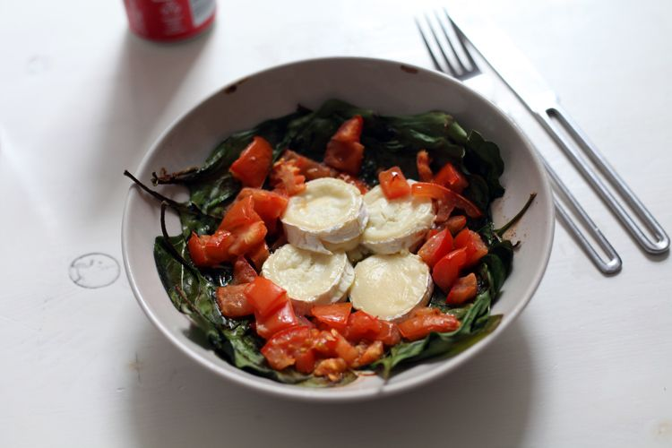 How checosa cooks: Spinach salad!