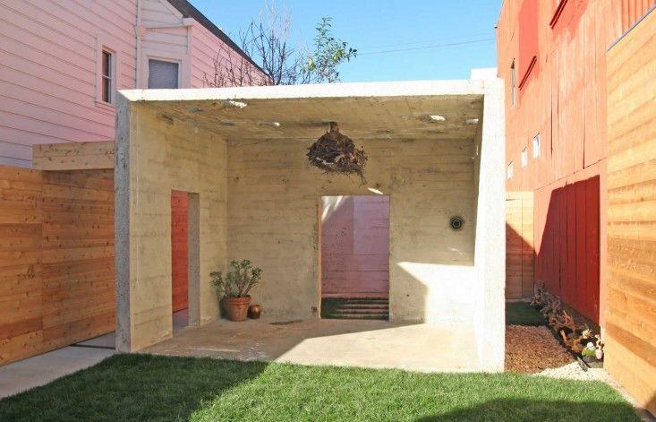 10 Genius Garden Hacks With Concrete Gardenista Concrete Blocks Cinder Block Garden Cinderblock Planter