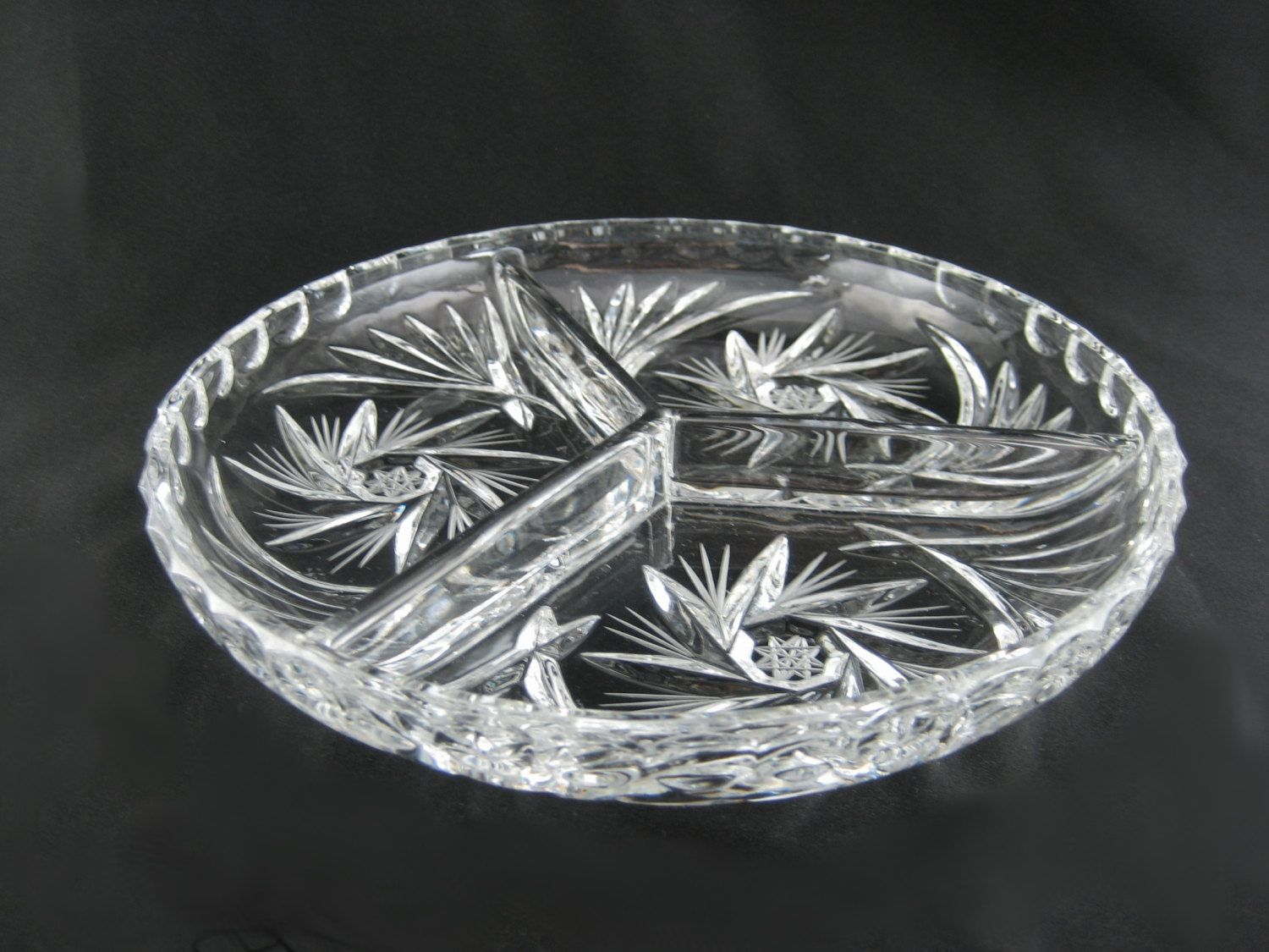 Crystal Glass Round 3 Sectioned Dish Tri Divided Round Plate Serving Condiment Tray Snacks Candy & Crystal Glass Round 3 Sectioned Dish Tri Divided Round Plate ...