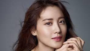 Actress Kim Soo-hyun to Wed Businessman in December