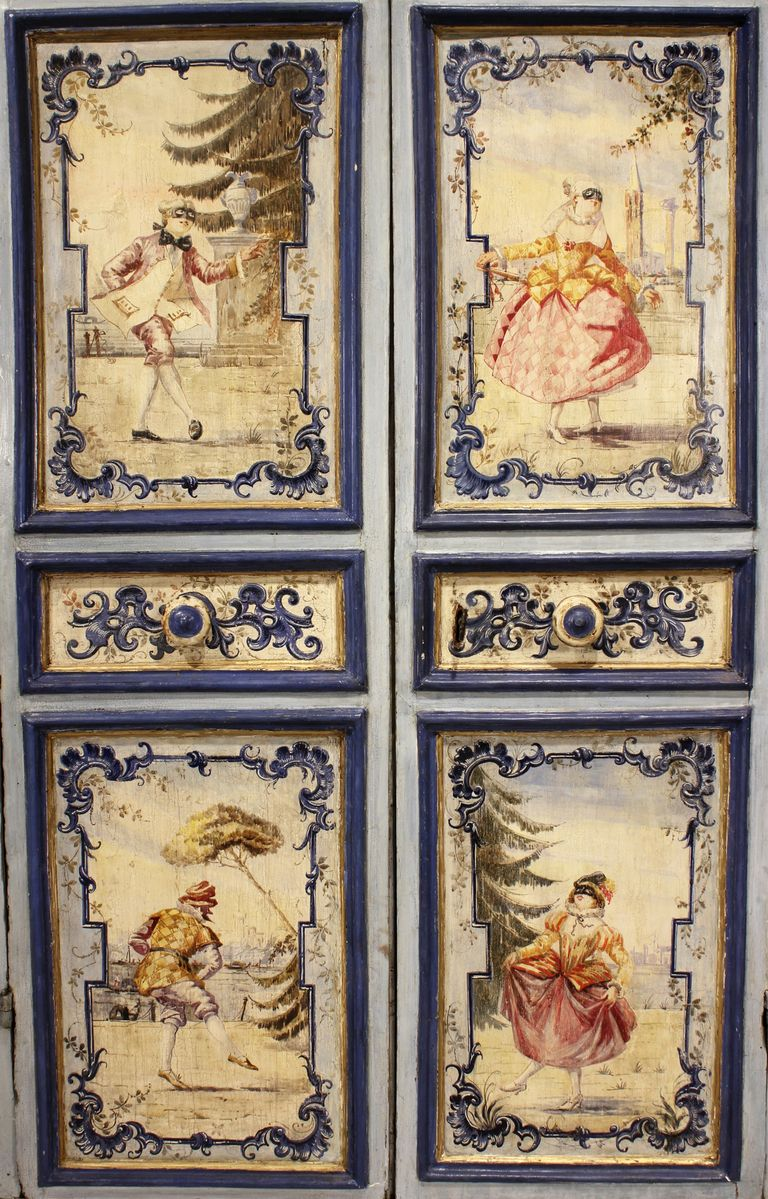 An 18th century venetian two door painted armoire meubles peints m bel haus et wohnen - Salon des travaux manuels ...