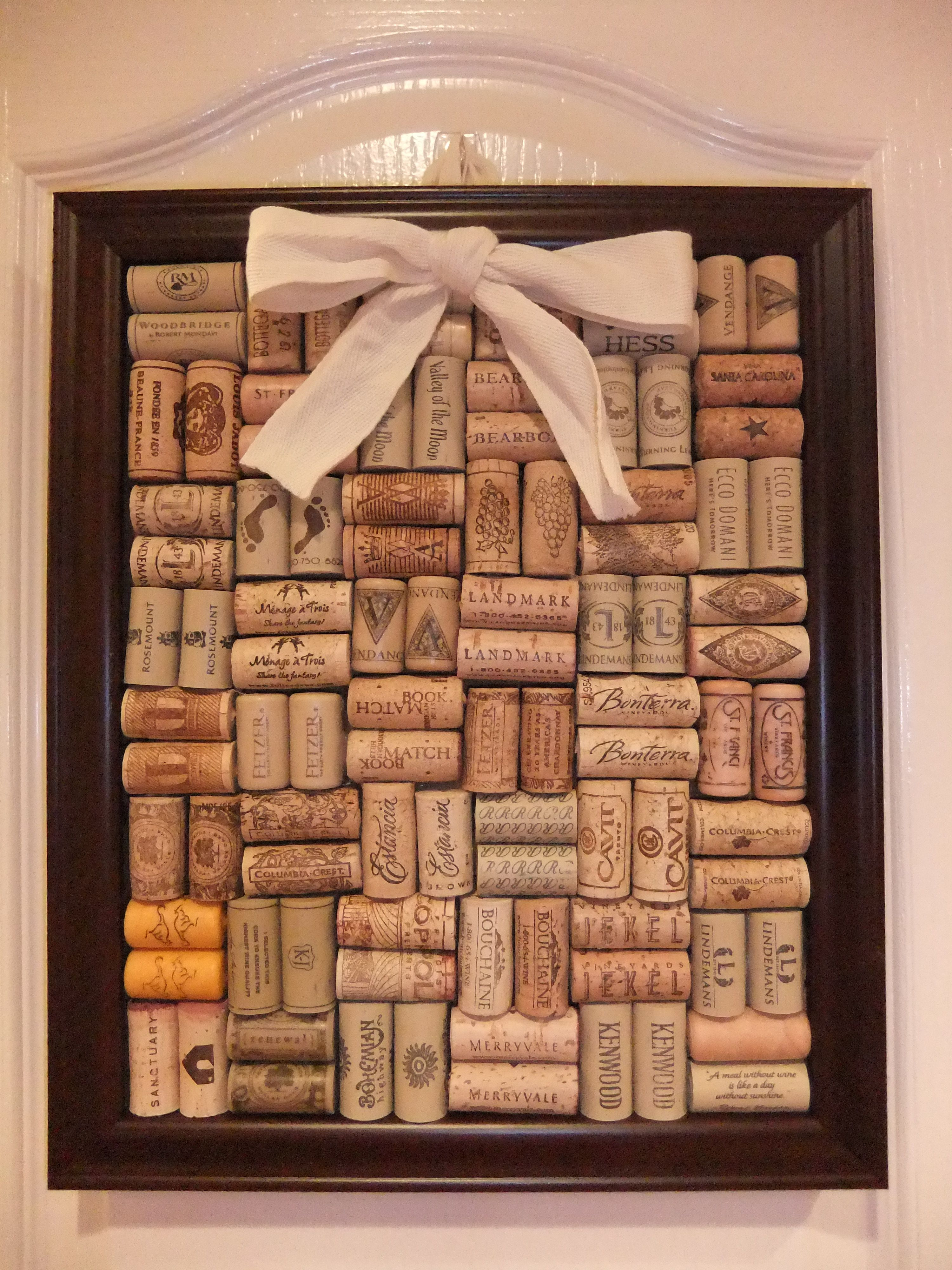 wine cork board cut the corks in half so they lay flat creative things diy crafts for. Black Bedroom Furniture Sets. Home Design Ideas